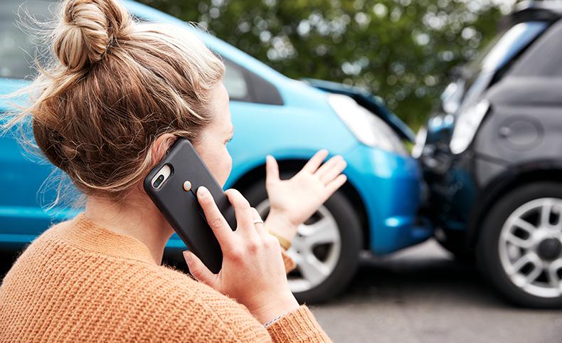 MAXCARE Ratgeber Was tun bei einem Autounfall